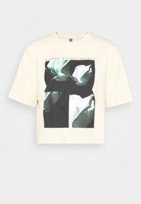 PCRUME TEE - Print T-shirt - fog