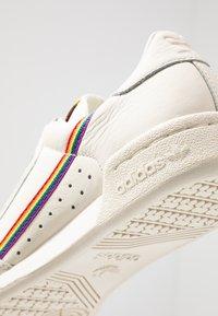 adidas Originals - CONTINENTAL 80 PRIDE - Baskets basses - offwhite - 5