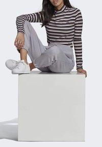 adidas Originals - SPORTS INSPIRED LONG SLEEVE - Camiseta de manga larga - black/owhite - 5