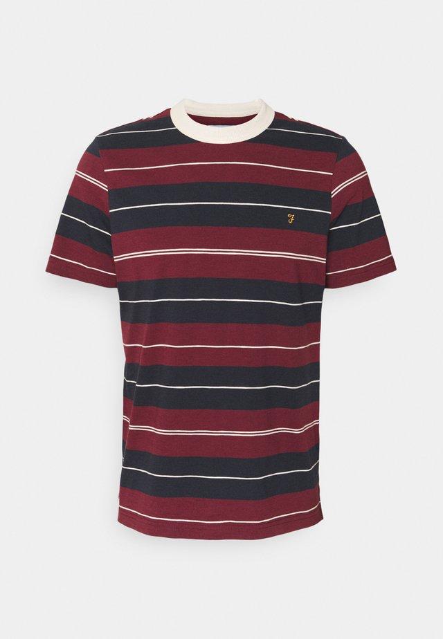 ALFRED TEE - T-shirt imprimé - farah raspberry