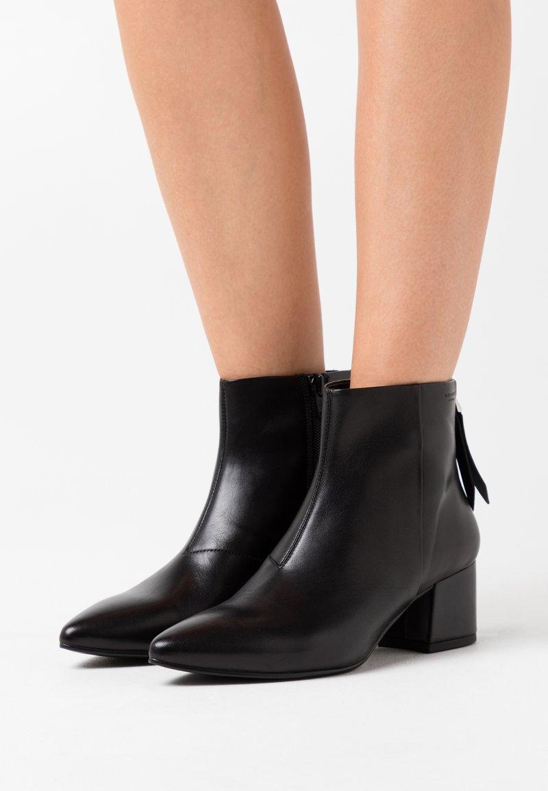 Vagabond - MYA - Kotníková obuv - black