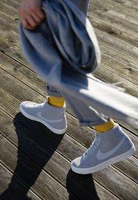 Nike Sportswear - BLAZER MID '77 UNISEX - High-top trainers - wolf grey/pure platinum/sail - 7