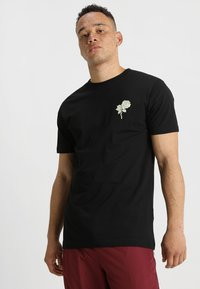 Mister Tee - WASTED YOUTH TEE - Print T-shirt - black - 2