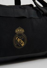 adidas Performance - REAL MADRID - Bolsa de deporte - black/dark gold - 8