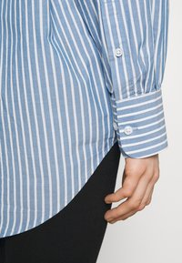Weekday - EDYN - Button-down blouse - blue - 6