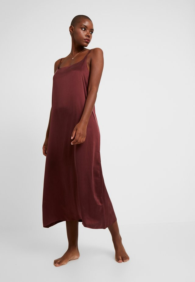 LONG SLIP DRESS - Camicia da notte - rust
