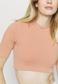 NU-IN - CROPPED  - T-shirts - light pink - 4
