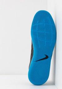 Nike Performance - TIEMPO LEGEND 8 CLUB IC - Indoor football boots - black/blue hero - 4