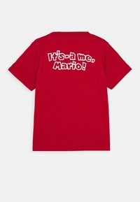 Levi's® - IT'S A ME MARIO TEE  - T-shirt print - gym red - 1