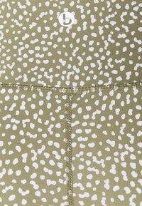Cotton On Body - GET CHEEKY SHORTIE SHORT - Leggings - oregano - 2
