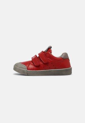 ROSARIO UNISEX - Sneakers laag - red