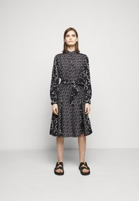 KARL LAGERFELD - FUTURE LOGO DRESS - Robe chemise - digital karl black - 0