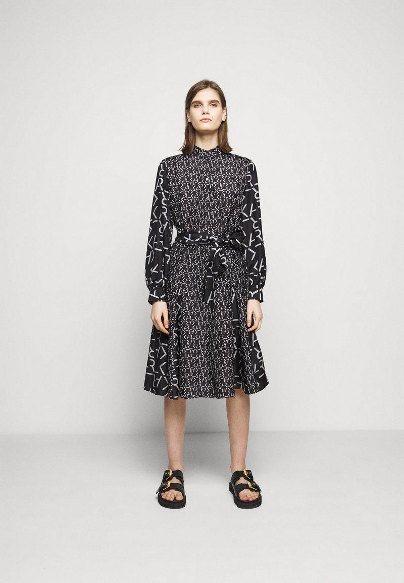 KARL LAGERFELD - FUTURE LOGO DRESS - Robe chemise - digital karl black