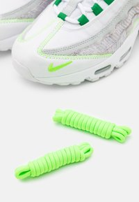 Nike Sportswear - AIR MAX 95 UNISEX - Baskets basses - white/classic green/electric green - 5