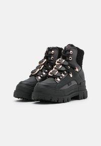 Buffalo - MH X BUFFALO ASPHA BOOT - Cowboystøvletter - black/dark grey - 2