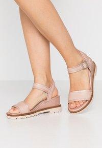 mtng - SAMA - Wedge sandals - trone rosa - 0