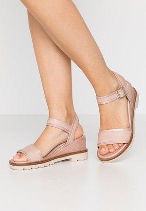 SAMA - Wedge sandals - trone rosa