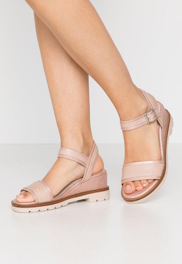 SAMA - Sandaletter med kilklack - trone rosa