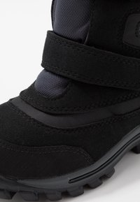 Timberland - CHILLBERG 2-STRAP GTX - Zimní obuv - black - 2