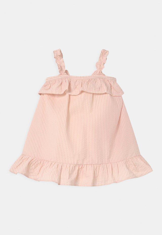 SEERSUCKER - Korte jurk - pure pink