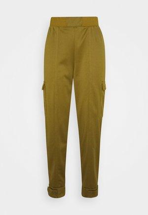 W NSW SWSH - Pantalones - olive flak