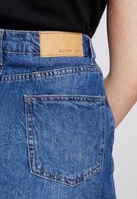 Noisy May - NMAYLA SHORT SKIRT - Minifalda - medium blue denim - 5
