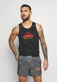 Nike Performance - RISE 365 TANK TRAIL - Funktionströja - black/laser crimson - 0