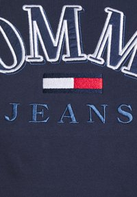 Tommy Jeans - COLLEGE LOGO TEE - T-shirts med print - twilight navy - 2