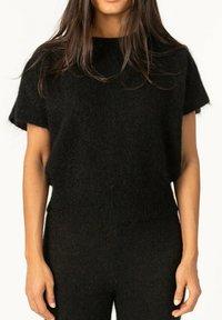 Cathrine Hammel - T-shirts - black - 0
