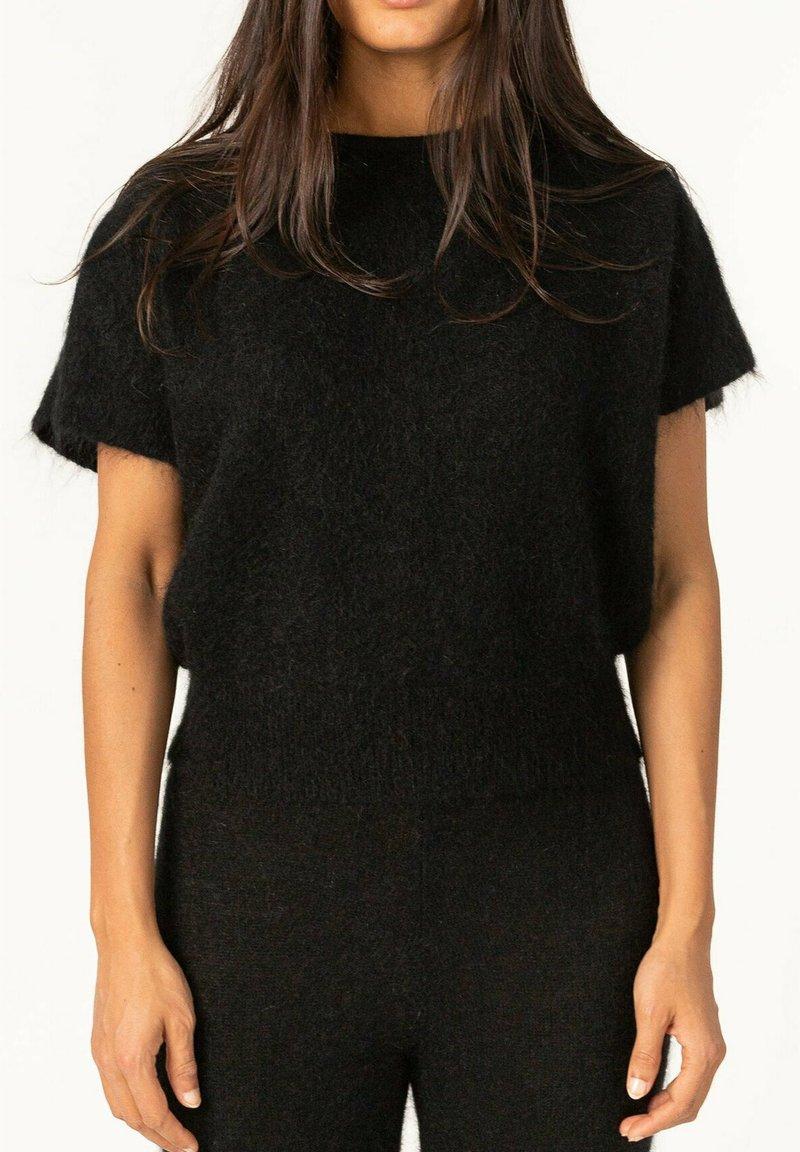 Cathrine Hammel - T-shirts - black