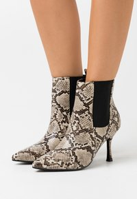 4th & Reckless - EMELIE - High heeled ankle boots - beige - 0