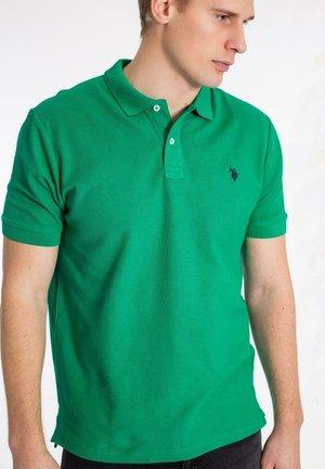 ALFRED - Piké - golf green