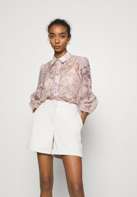Vero Moda - VMLIA  - Shorts - birch - 3