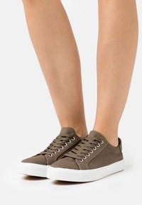 Simply Be - WIDE FIT BUSSELTON - Trainers - khaki - 0
