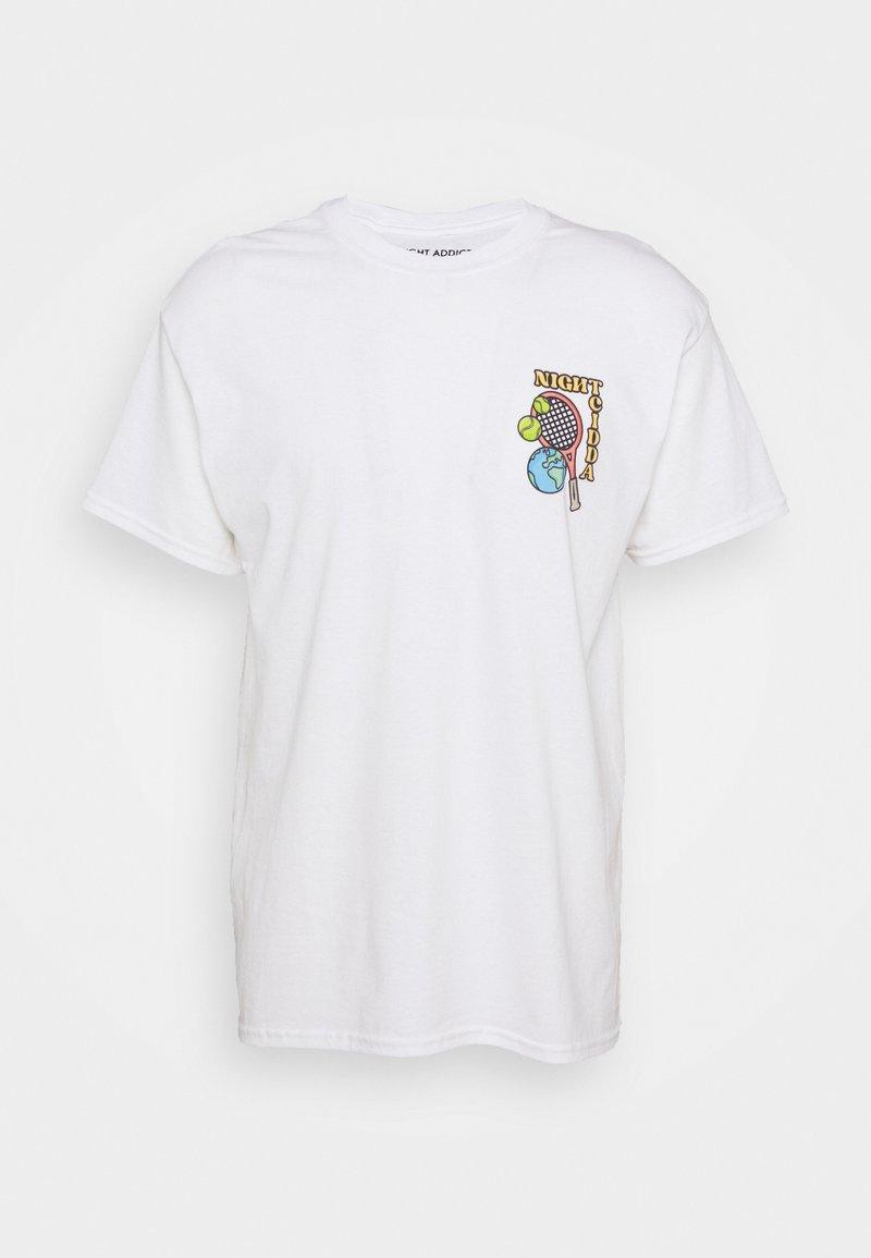 Night Addict - TENNIS - T-shirt med print - white