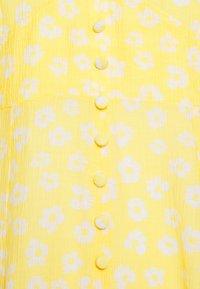 Monki - AVRIL DRESS - Skjortekjole - yellow - 2