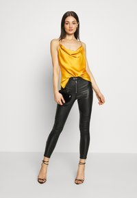 Missguided - VICE DOUBLE POPPER COATED BIKER - Jeans Skinny Fit - black - 1