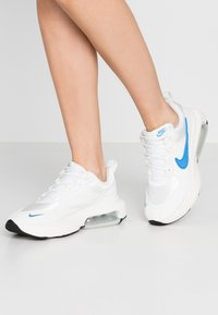 Nike Sportswear - AIR MAX VERONA - Tenisky - summit white/coast/sail - 0