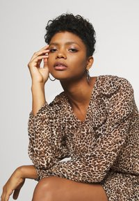 Missguided - NECK FRILL DETAIL SMOCK DRESS LEOPARD - Day dress - stone - 3