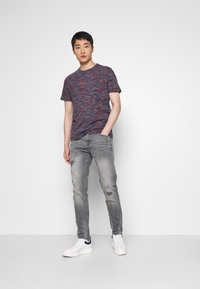 TOM TAILOR DENIM - TAPERED CONROY  - Jeans Tapered Fit - mid stone grey - 1