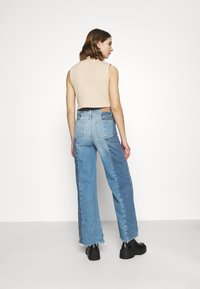 BDG Urban Outfitters - PUDDLE - Flared Jeans - blue - 2