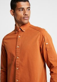 G-Star - STALT STRAIGHT BUTTON DOWN POCKET - Koszula - aged almond - 3