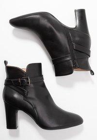 Unisa Wide Fit - UMBRIAWD - Boots à talons - black - 3