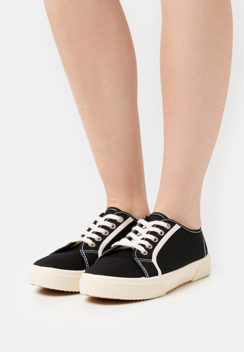 Rubi Shoes by Cotton On - VEGAN LISA LACE UP PLIMSOLL - Matalavartiset tennarit - black/ecru