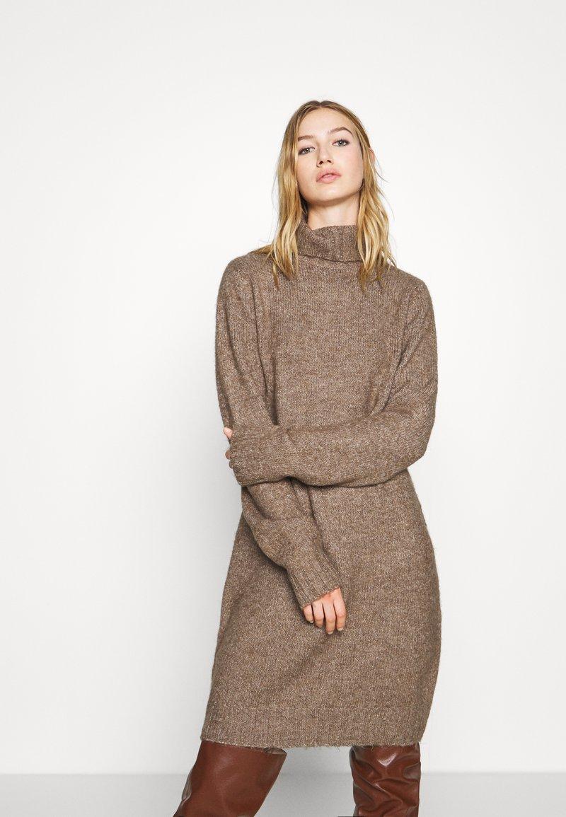 Even&Odd - Strikket kjole - brown