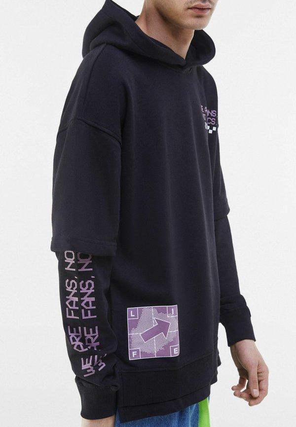 Bershka Bluza z kapturem - black/czarny Odzież Męska IXSW