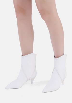 ALLA PUGACHOVA - Classic ankle boots - weiß