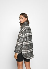 Missguided - BRUSHED CHECKED SHACKET - Classic coat - brown - 2