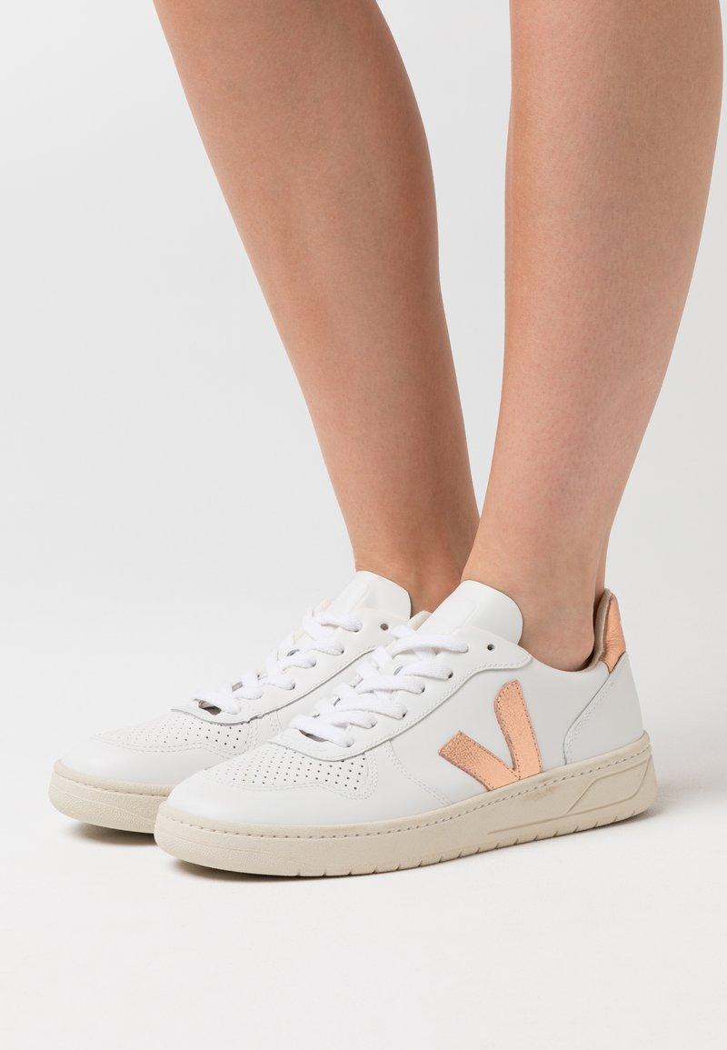 Veja - V-10 - Sneaker low - extra white/venus