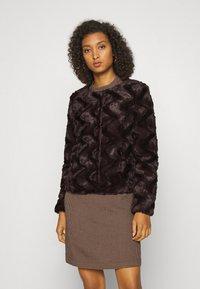 Vero Moda - Light jacket - dark brown - 0